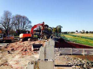 Pakenham-Racecourse_During-1 (1)